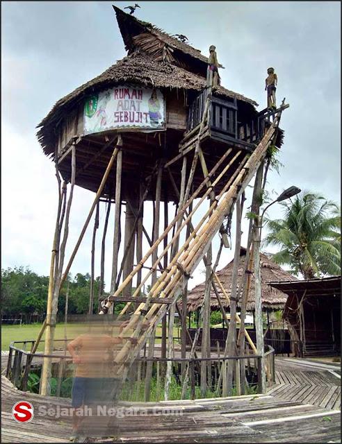 Foto Klasik 1 Rumah adat Kalimantan Barat