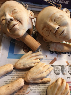 partly painted heads and hands for Reflection puppet project in the making by Corina Duyn