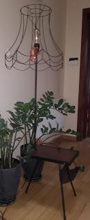 Lampa ze stolikiem po renowacji