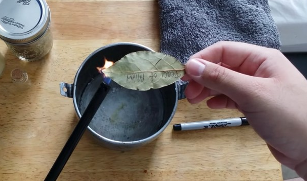 Προσοχή: Κάψτε αμέσως ένα φύλλο δάφνης στο σπίτι σας! Ο λόγος θα σας τρελάνει τελείως…