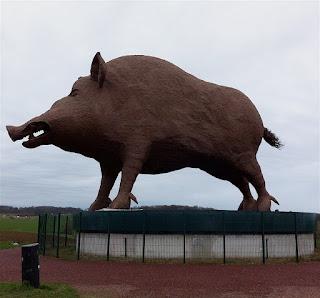 Памятник дикому кабану