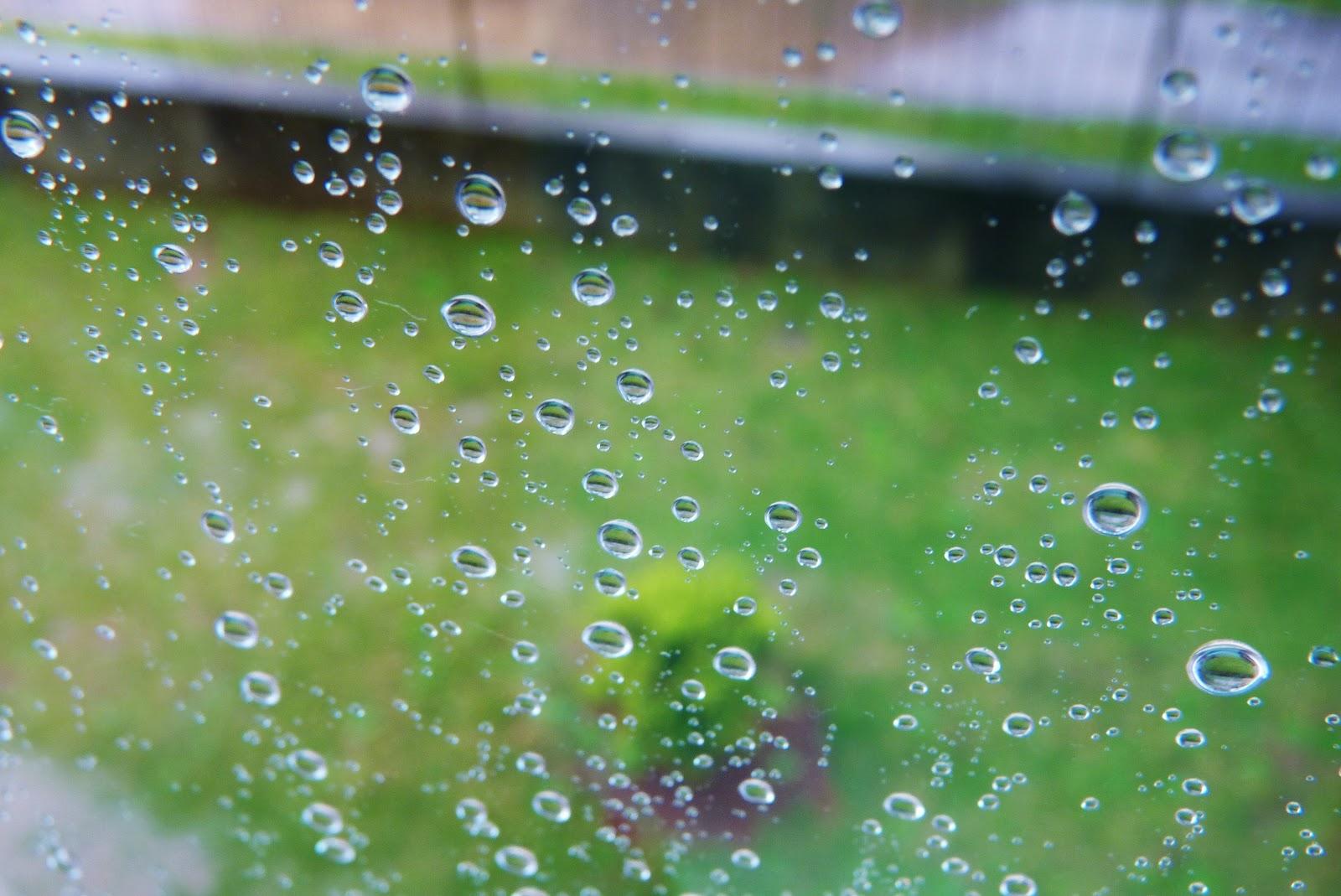 Gotas de chuva na janela ou pingos caindo em câmera lenta: ilustra a seção a respeito dos textos das linhas de ''Hsieh / Liberação'', um dos 64 hexagramas do I Ching, o Livro das Mutações