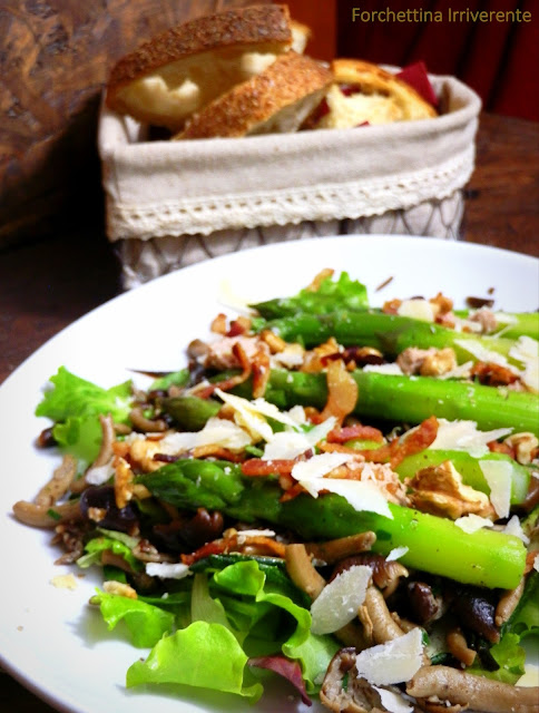 Insalata di asparagi, guanciale e foie gras al parmigiano