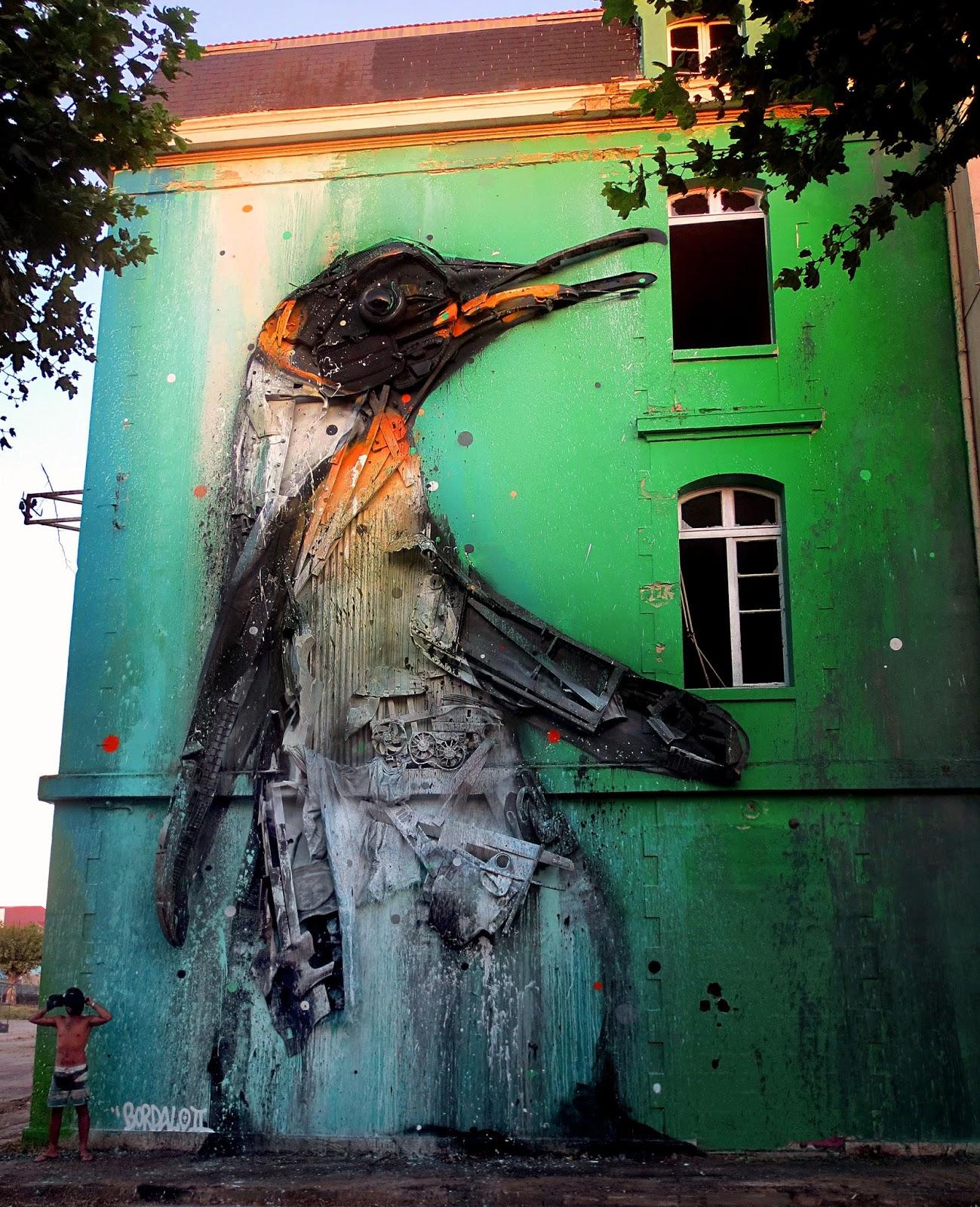 melting penguin a new mural by bordalo ii in bordeaux. Black Bedroom Furniture Sets. Home Design Ideas