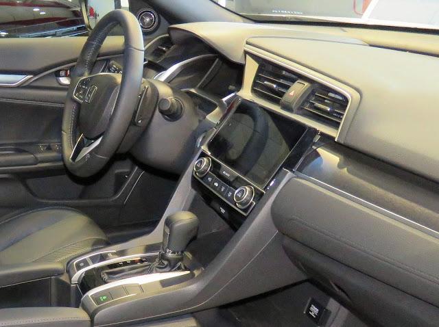 Novo Honda Civic 2017 - interior - painel de plástico duro