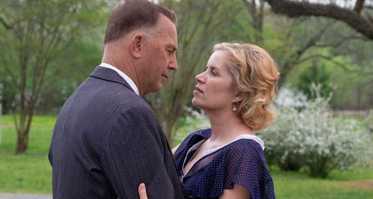Kevin Costner y Kim Dickens en Emboscada Final