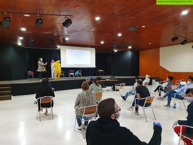 El Cabildo lleva la formación en seguridad laboral y uso de EPI a los centros residenciales de mayores de la isla