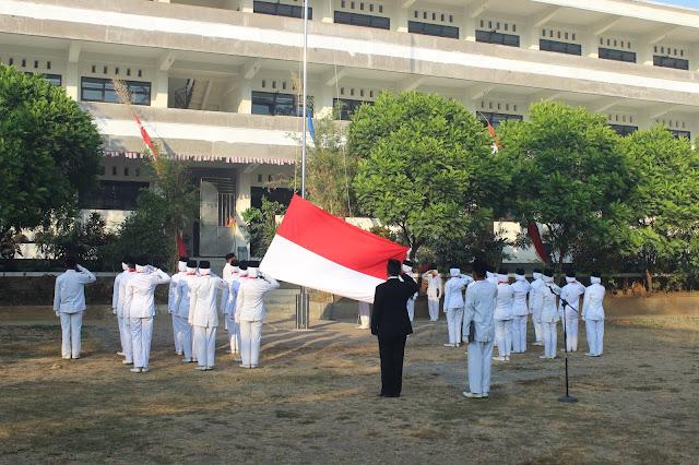 Pasukan Remaja Garuda SMK Islam Kepanjen di HUT RI ke-73
