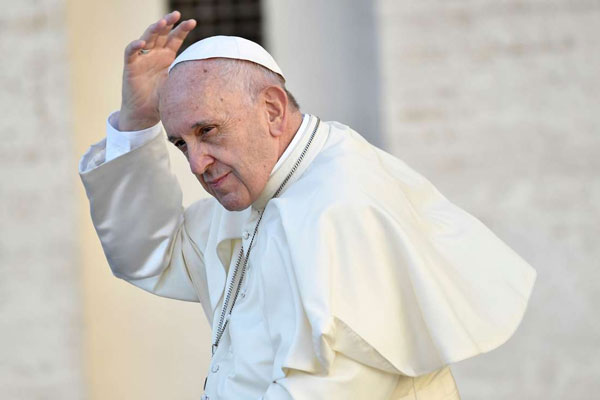 #Halloween#TrueNews : Pope Francis admits to snoozing while praying !