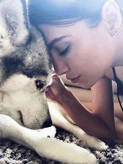 Foto Erin Holland dengan Anjingnya