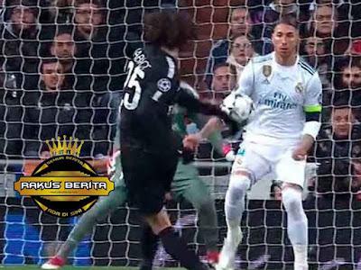 Bola Mengenai Tangan Kanan Sergio Ramos Usai Ditendang Rabiot