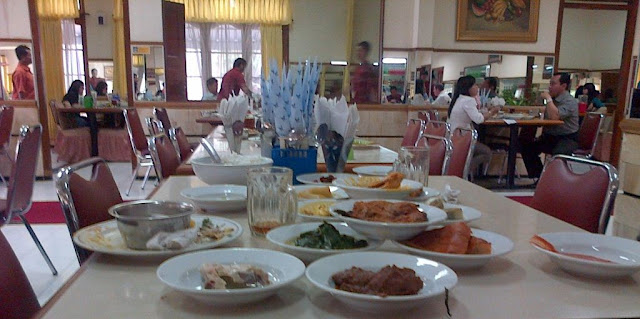 Bagaimana Cara Buka Usaha Rumah Makan Padang?