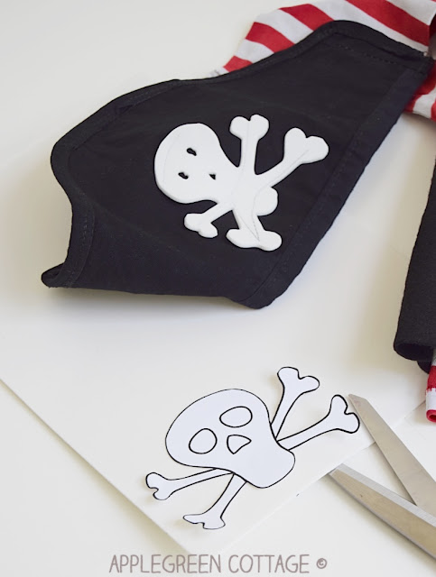 Pirate eye patch and skull for diy pirate costume