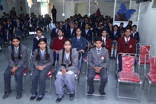 Participants Vardhaman Infotech Curecity Interschool prize distributi