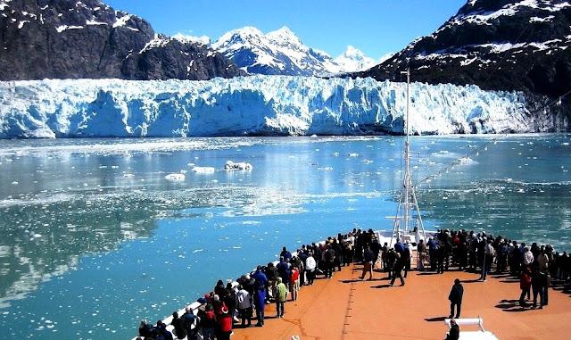 Objek wisata di Amerika Serikat yang terkenal dengan gletsernya adalah Alaska
