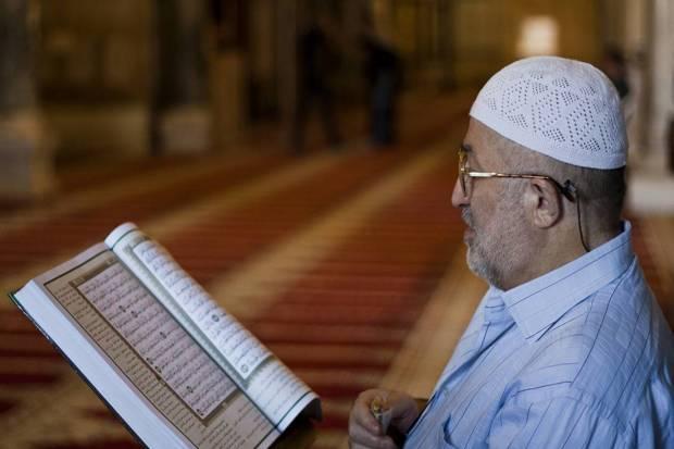 MasyaAllah, Inilah 8 Keutamaan Membaca Al-Qur'an, Amal Ringan Banyak Pahala