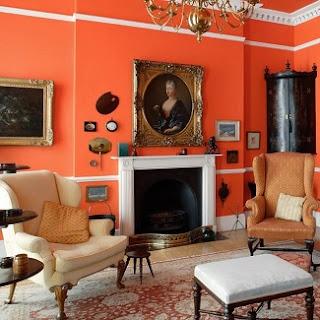 Sala color blanco y naranja