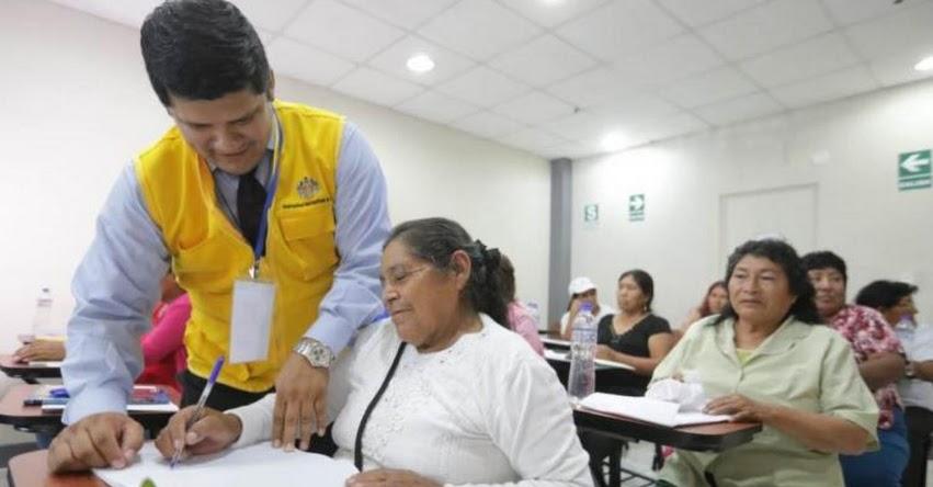 Enseñarán a leer a comerciantes ambulantes del Cercado de Lima