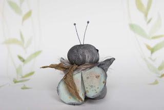https://www.etsy.com/de/listing/455535064/motte-miniatur-im-primitive-folk-art?ref=listing-shop-header-3