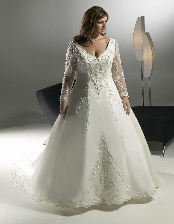 ad634a298 Noivas baixinhas e mais cheinhas podem usar o vestido de noiva estilo  princesa, mas é preferível o modelo mais solto no corpo, para não marcar a  barriga e ...