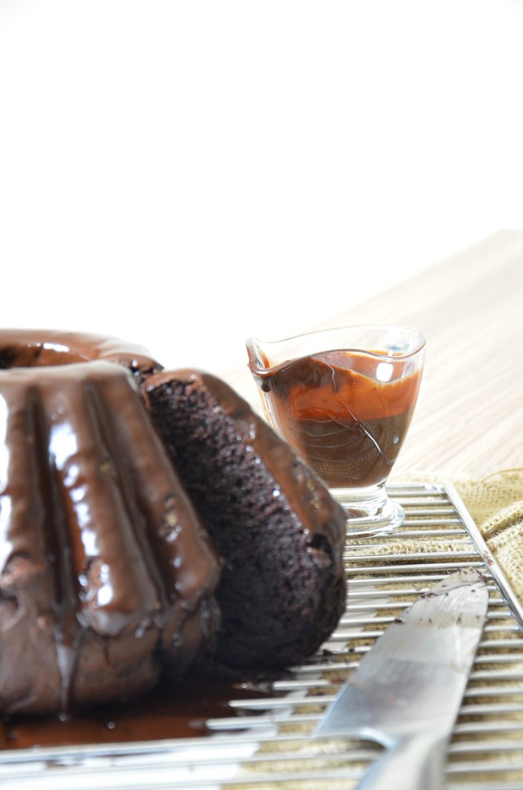 jogurtowa babka czekoladowa z czekoladową polewą