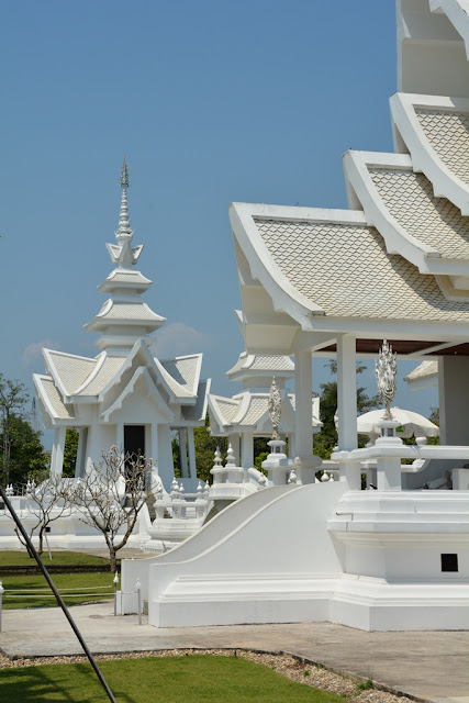 White Temple Chiang Rai no mirrors