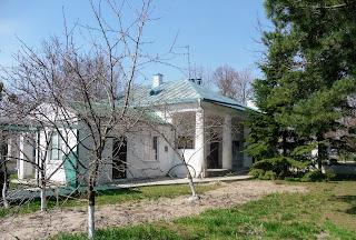 Новомосковськ. Свято-Троїцький собор. 1778 р. Парафіяльний будинок