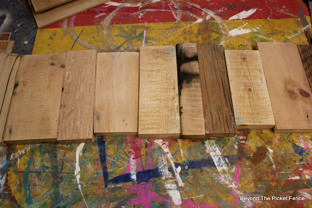 DIY, woodworking, scrap wood, barnwood, http://bec4-beyondthepicketfence.blogspot.com/2015/12/12-days-of-christmas-day-12-last-minute.html
