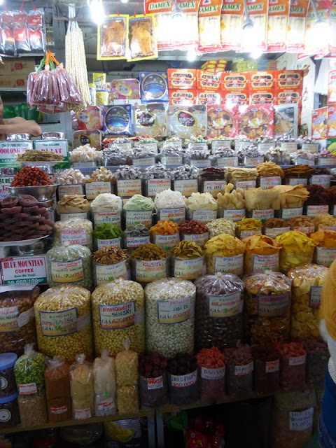 Benh Tran Market: dulces y fruta seca