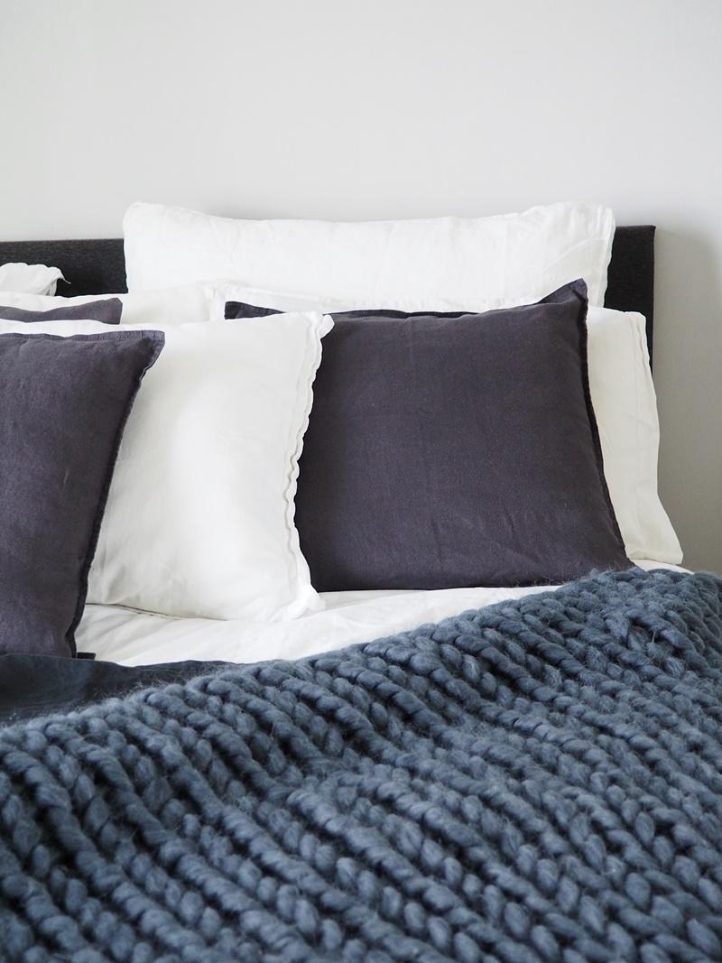 harmaa makuuhuone sisustus