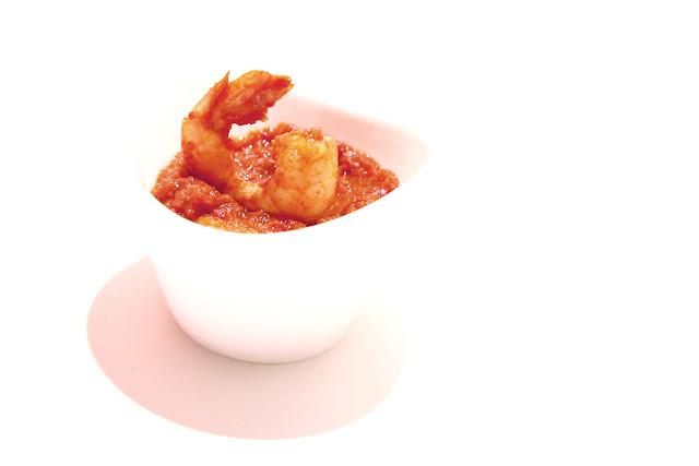 Crevettes à la purée de poivrons rouges