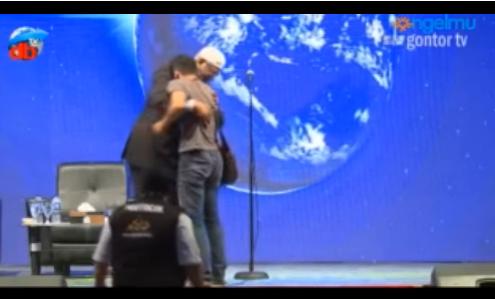 Mengharukan! Ceramah DR Zakir Naik di Gontor Berakhir dengan Kembalinya Anthony ke pangkuan Islam