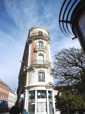 Immeuble gratte ciel bleu, Toulouse, malooka