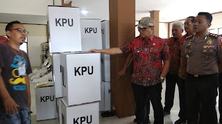 Kotak Suara Pernah Rusak Terendam Air, Pj Bupati Cirebon Sidak Gudang Logistik