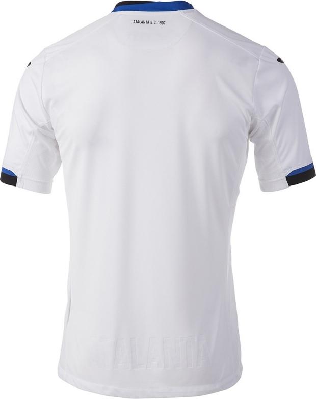 69a9e026ce O terceiro uniforme é predominantemente verde com as cores azul e preta  aparecendo na gola e nos punhos. Compre camisas de ...