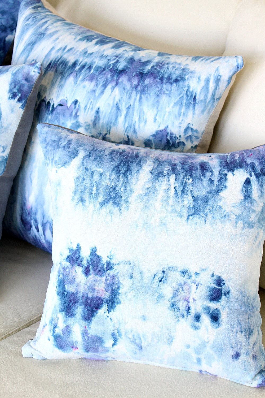 DIY Ice Dye Pillows (Blue Pillows for the Sailboat)