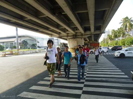 Filipinos for Life pilgrims crossing EDSA