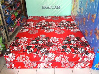 Kasur inoac motif Bunga manohara merah