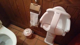 Aseo museo Gibli dentro del WC