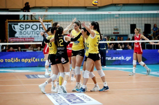 7404d3f55e1 Μετά την ήττα από τον Ολυμπιακό για το Κύπελλο Ελλάδας, η γυναικεία ομάδα  βόλεϊ της ΑΕΚ προχώρησε σε μία αξιοθαύμαστη κίνηση. Συγκεκριμένα, τα  κορίτσια της ...