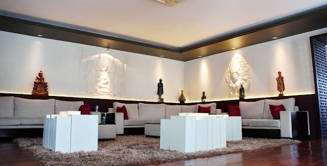 Le lobby de l'hôtel Arunreas, symbiose entre l'ancien et le moderne