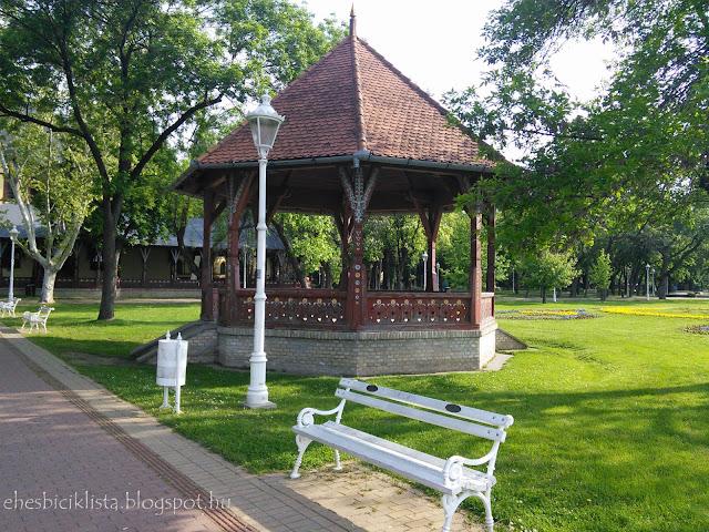 Szecessziós zenepavilon enepavilon a palicsi nagy parkban