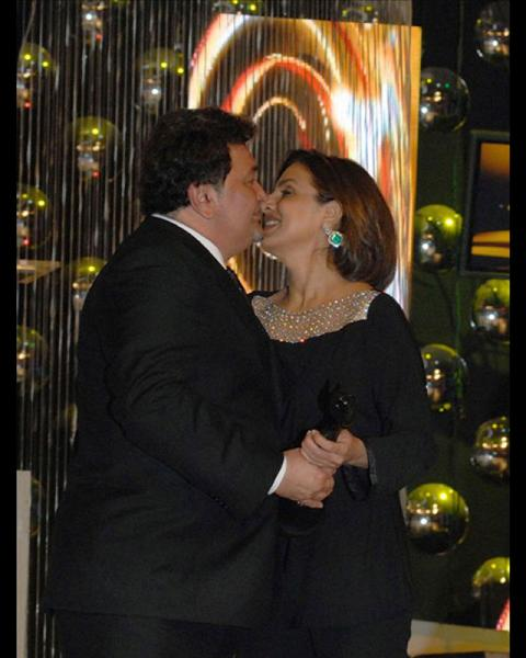 Rishi Kapoor and Nitu Kapoor Spotted Kissing in public