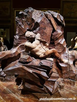 Modelo em Argila da Fonte dos Quatro Rios, guia brasileira em Roma