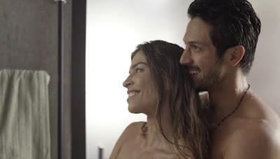 Paloma (Grazi Massafera) se declara para Marcos (Romulo Estrela) — Foto: Globo