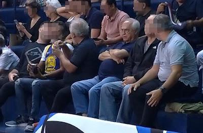 Presidente do São Paulo é alvo de protestos em jogo de basquete