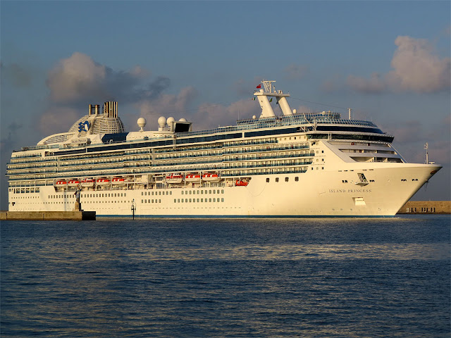 Cruise ship Island Princess, IMO 9230402, port of Livorno