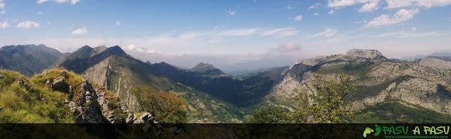 Panorámica desde la cima sobre la zona del Vízcares, Cunio y Mota Cetín