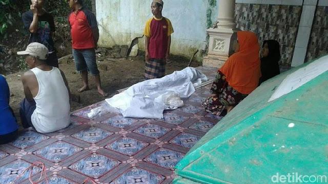 Heboh, 10 Tahun Terkubur, Jasad Nenek Sumini Masih Utuh, Saat Ditemukan Lantaran Tanah Kuburan Digerus Banjir.....