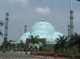 http://www.teluklove.com/2017/04/pesona-keindahan-wisata-masjid-al-adzom.html